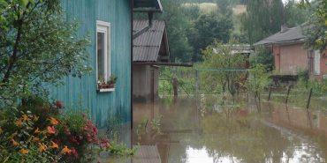 За минулу добу прикарпатські рятувальники відкачали з підтоплених приміщень понад 500 кубометрів води