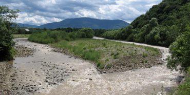 Прикарпатські рятувальники допомагали п'ятьом людям, які не могли перейти річку