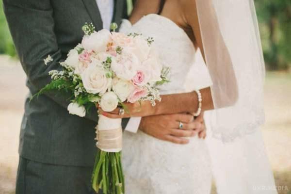 Батько в  останній момент відмовився оплачувати весілля своєї дочки! Звучить жахливо, але я згоден з ним!
