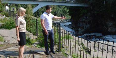 Подробиці інциденту на Прикарпатті, в якому мати та 9-річна дівчинка впали у водоспад