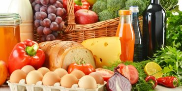 У липні відбулося сезонне зниження цін на окремі продукти харчування