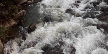 На Прикарпатті небайдужі врятували жінку та 9-річну дівчинку, які впали у водоспад