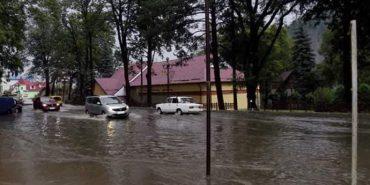 Внаслідок негоди на Прикарпатті підтоплено житлові будинки та присадибні ділянки