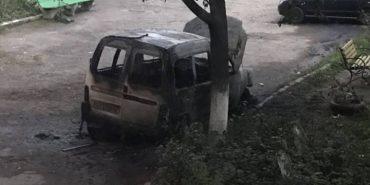 На Франківщині горіли два автомобілі і сміття