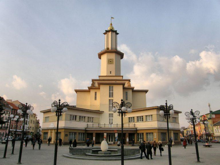 До Дня Незалежності в Івано-Франківську готують нову підсвітку