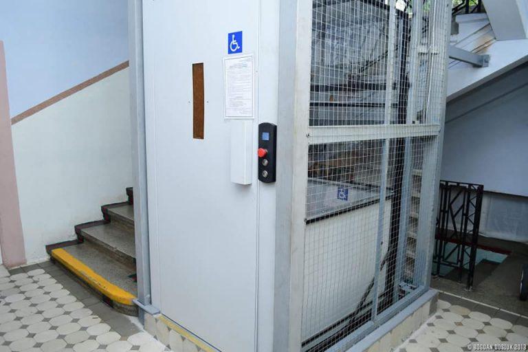 У Івано-Франківській поліклініці встановили ліфт.ФОТО