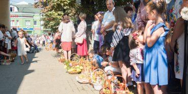Коломияни святкують Спаса. Фоторепортаж з освячення кошиків