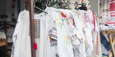 За вишиванкою до Коломиї. Як нічний ринок вишиванок набирає популярності і приваблює людей з цілої України. ФОТО + ВІДЕО