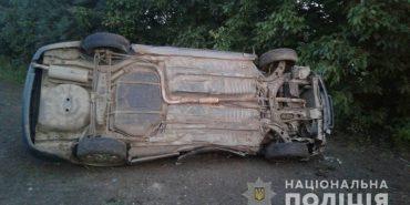 На Городенківщині Mazda зіткнулася з деревом, є загиблі. ФОТО