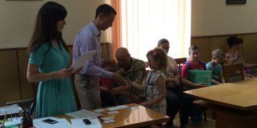Коломийські школярі отримали сертифікати на придбання форми та канцтоварів