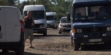 На Снятинщині люди перекрили дорогу, вимагаючи ремонту. ВІДЕО