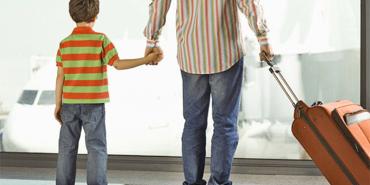 Виїзд дитини за кордон, якщо є борг зі сплати аліментів: консультує міністр
