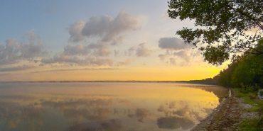 5 цікавих місць з чистими водоймами в Україні, які варто відвідати ще цього літа