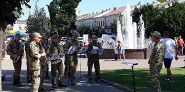 Військовий оркестр 10 бригади дарував коломиянам гарний настрій. ФОТО