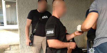 На Прикарпатті затримали на хабарі слідчого поліції. ФОТО
