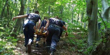 На Франківщині чоловік впав з обриву – витягали рятувальники. ФОТО