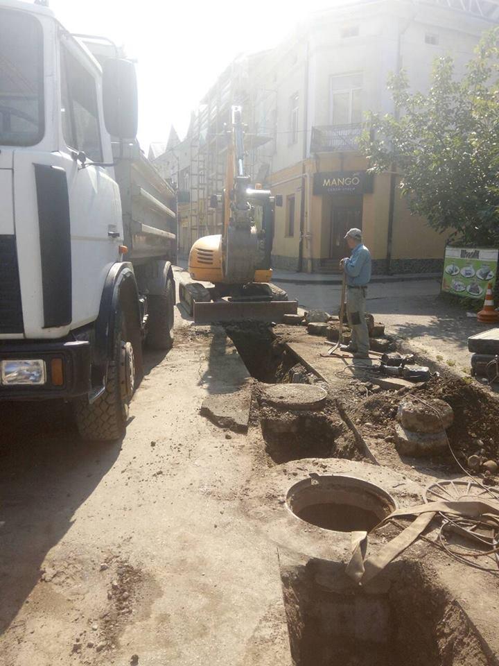 У Коломиї розпочали реконструкцію водогону на вул. Пекарській. ФОТОФАКТ