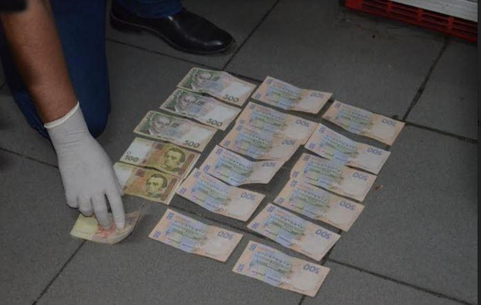 На хабарі затримали керівника одного з відділів патрульної поліції Прикарпаття. ФОТО