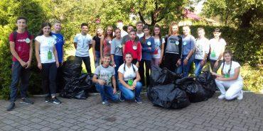 Як учні Нижньовербізької школи сортують сміття і навчають цьому інших. ФОТО