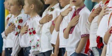 Хвилина мовчання та гімн України – ось так облрада пропонує починати навчальний тиждень на Прикарпатті. ВІДЕО