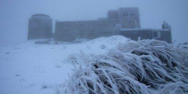 Негода не вщухає: у Карпатах вже випало понад п'ять сантиметрів снігу. ФОТО