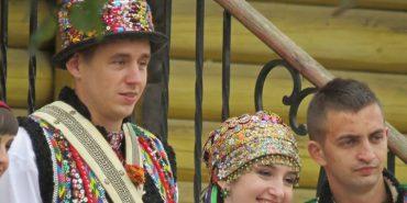 Осінь – сезон весіль на Гуцульщині: колоритні фото