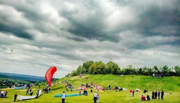 На Прикарпатті проведуть свято неба : Змагання повітряних літачків і польоти на дельтапланах