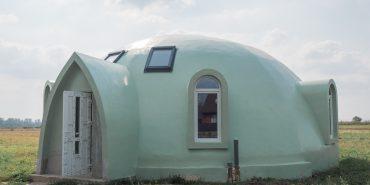 Спорудження купольного диво-будинку в П'ядиках затягнулося на рік. ФОТО