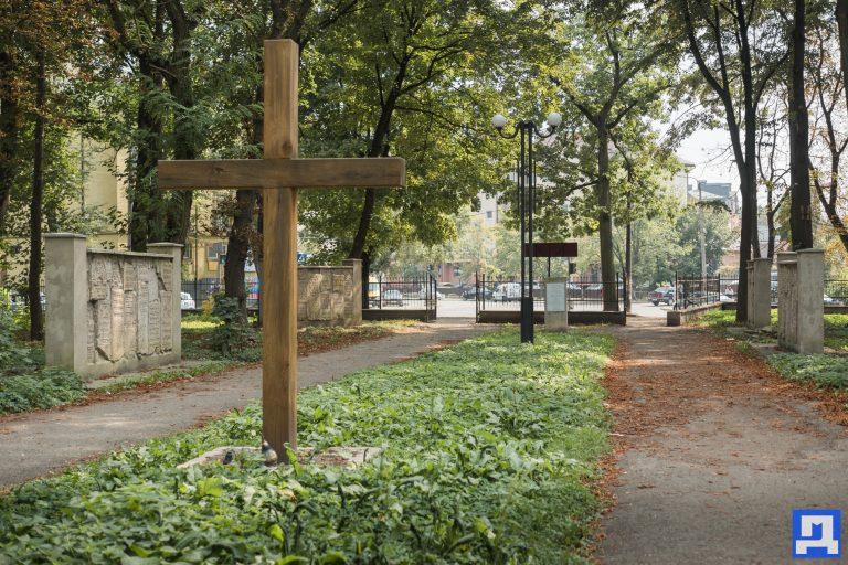 Меморіальний сквер, а не кладовище. Облсуд не задовольнив позов єврейської громади Коломиї