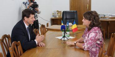 Пункт пропуску, будівництво автошляху, – це та більше обговорили влада Прикарпаття з консулом Румунії