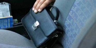 На Франківщині з автомобіля вкрали барсетку з документами і грошима. ФОТО