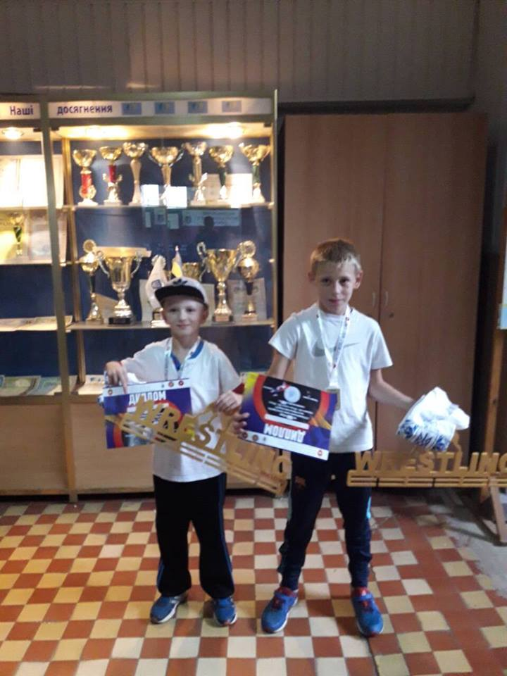 Двоє юних коломиян посіли перші місця на Всеукраїнському турнірі з вільної боротьби. ФОТО