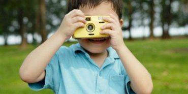 Українців закликають не викладати фото дітей у соцмережах