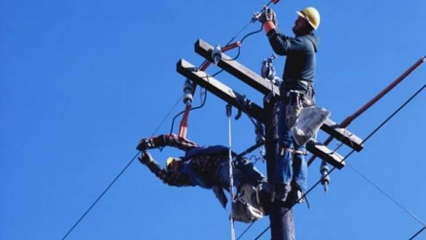 На Франківщині працівник РЕМу впав з електроопори - стан чоловіка важкий
