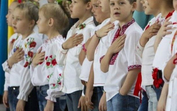 На Франківщині навчальний тиждень розпочинатимуть з гімну України й хвилини мовчання