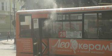 У Франківську на ходу загорілась маршрутка. ФОТО