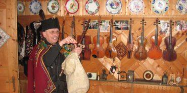 Унікальний музей музичних інструментів у Верховині продовжує функціонувати. ВІДЕО