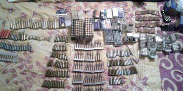 3 рушниці, 2 карабіни і кілька сотень набоїв вилучила поліція у прикарпатця. ФОТО