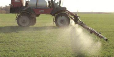 Мешканців Прикарпаття попереджають про окроплення полів хімікатами