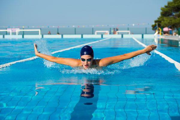 Плавання - стиль життя: як заняття у воді впливають на тіло
