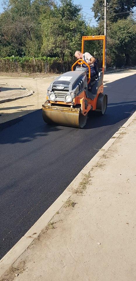 У Коломиї триває ремонт доріг і тротуарів. ФОТОФАКТ