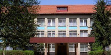 На Західній Україні через запах газу зі школи евакуювали понад 400 учнів