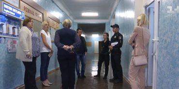 Учень з Прикарпаття у Києві проломив учительці голову стільцем через погану оцінку. ВІДЕО