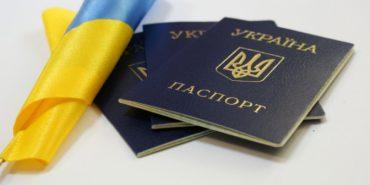 В Україні дозволили видавати паспорти старого зразка