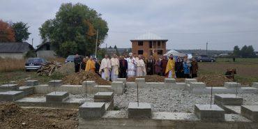 На Снятинщині освятили хрест на місці майбутньої церкви. ФОТО