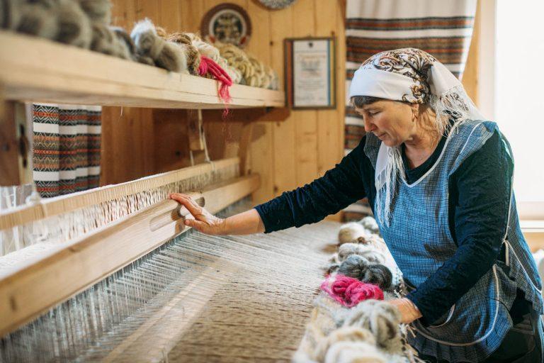 """""""Відродження буковинського ліжникарства""""- унікальний проект представили на Косівщині"""