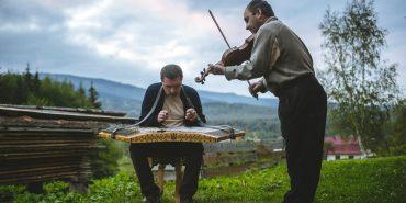 Цимбали для сина: як майстер з Космача власноруч виготовив понад 30 гуцульських інструментів. ФОТО+ВІДЕО