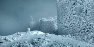 У Карпатах місцями випало до півметра снігу. ФОТО