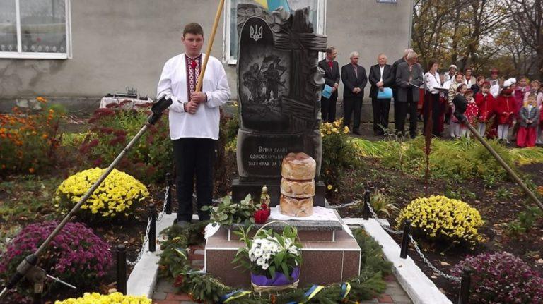 В Прикарпатському селі відкрили пам'ятник односельчанам, які загинули за волю України. ФОТО