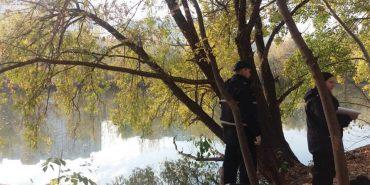 У Києві жінка втопила двох власних дітей в озері